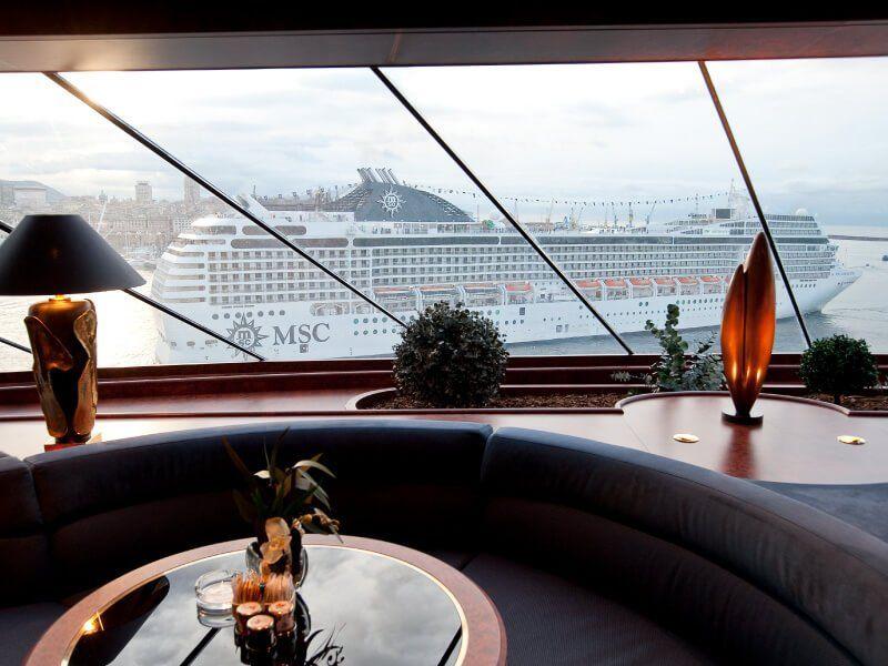 Bar Panoramique du bateau de croisière MSC Orchestra