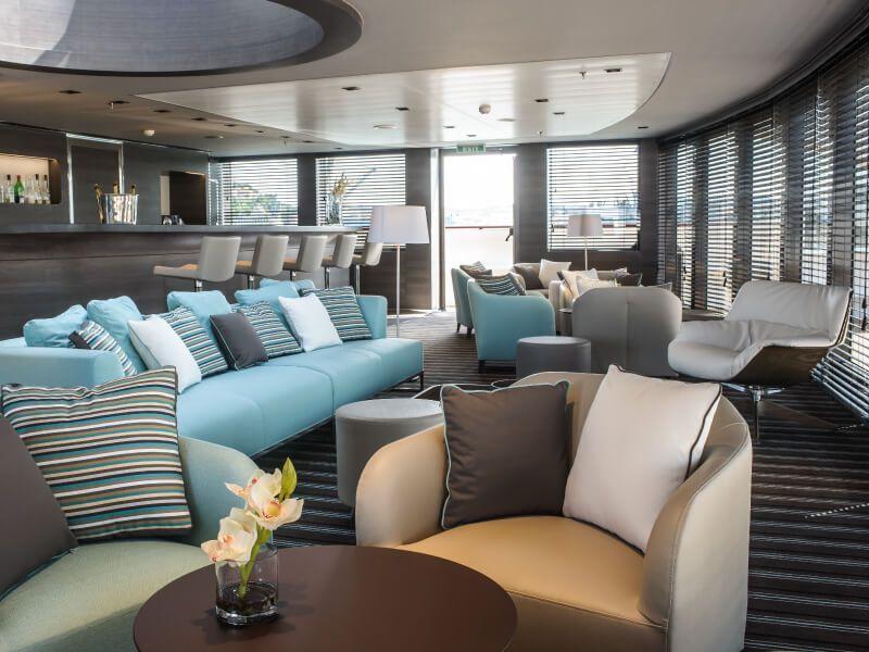 Bar salon du bateau de croisière Le Soléal