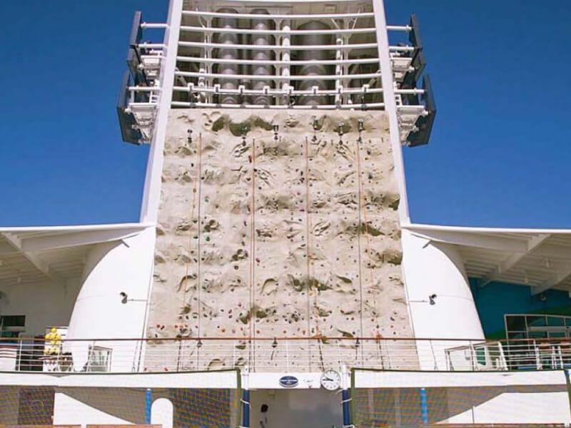 Mur-Escalade-Explorer-of-the-Seas