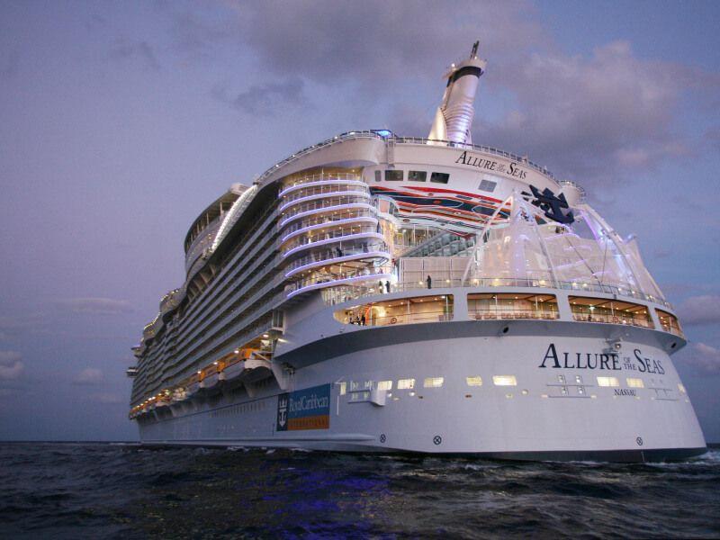 Vue arrière du bateau de croisière Allure of the Seas