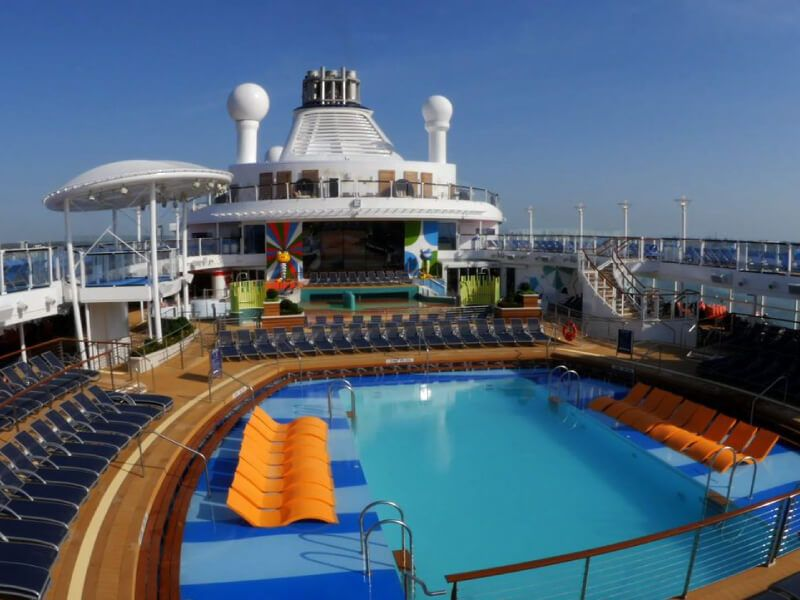 Piscine-Exterieure-Anthem-of-the-Seas