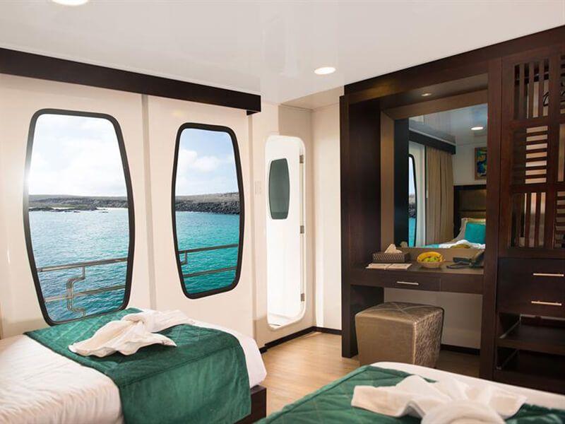 Cabine extérieure du catamaran de croisière l'Alya
